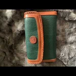 Auth Dooney & Bourke Green pebbled leather wallet